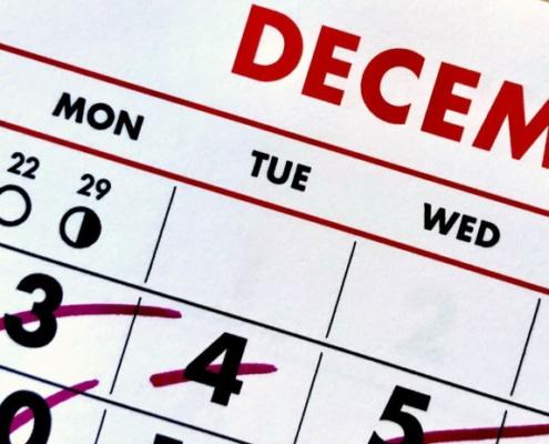 Kalender mit abgehakten Tagen. optimumtraining.at