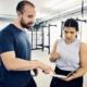 Trainer Paul und Kundin planen gemeinsam das Personal Training. optimumtraining.at